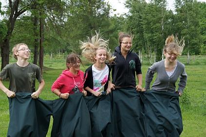 Wyścigi w workachh na zielonej szkole