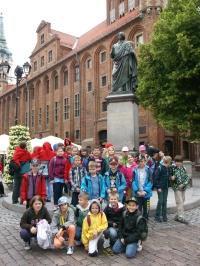 Wycieczka szkolna do Torunia, pomnik Mikołaja Kopernika