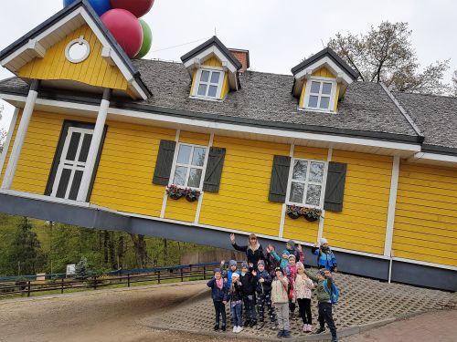 Wycieczka Farma Iluzji, dom do góry nogami