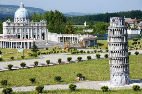 Wycieczka szkolna góry świętokrzyskie, widok na Park Miniatur Sabat Krajno