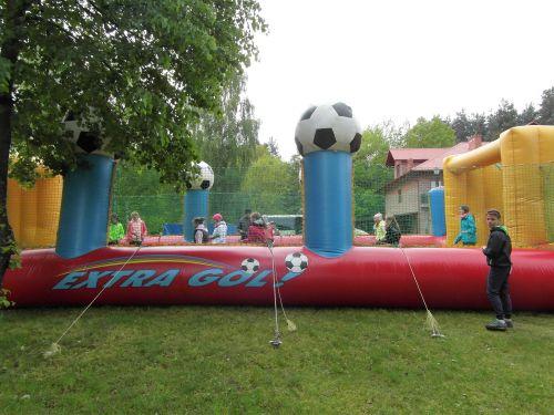 Aktywna wycieczka szkolna, mega piłkarzyki