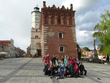 Wycieczka szkolna do Sandomierza, rynek, ratusz