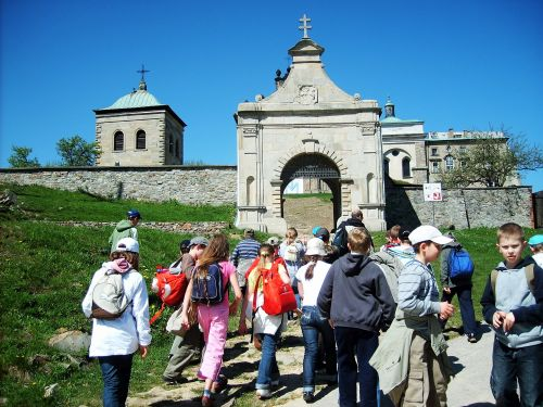Wycieczka szkolna świętokrzyskie, wejście na Św.Krzyż