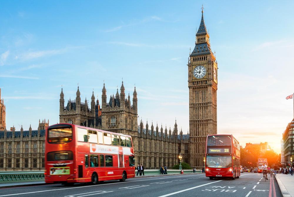 Londyn, Big Ben, czerwony autobus piętrowy