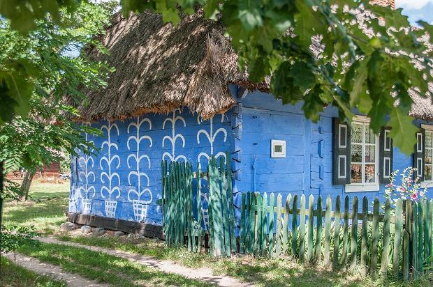 niebieski dom w skansenie w Maurzycach