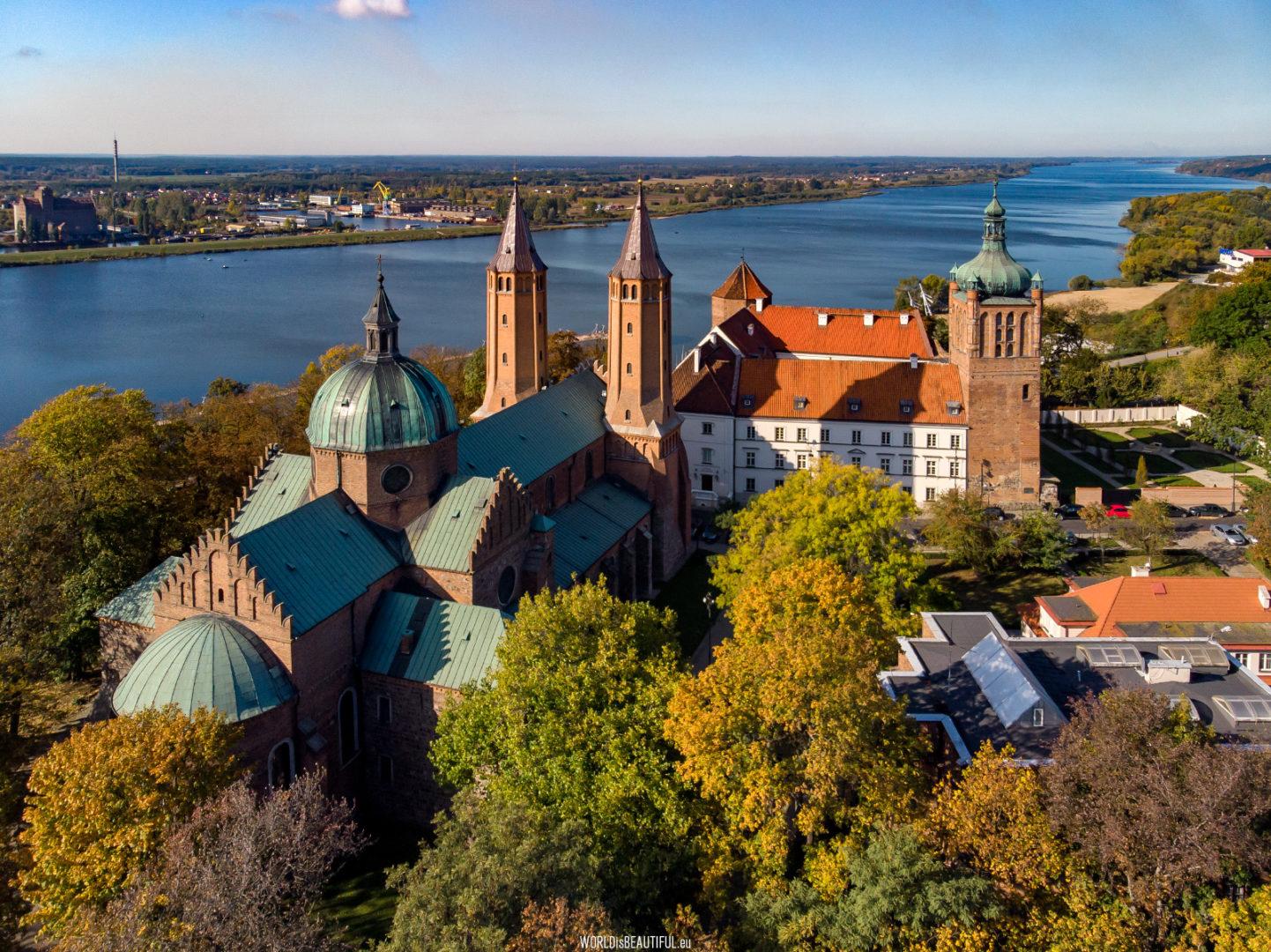 widok z góry na wzgórze katedralne w płocku