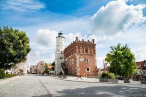 widok na ratusz w Sandomierzu
