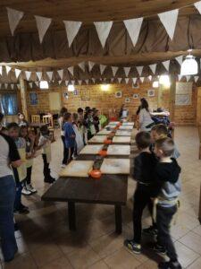 Wycieczka szkolna warsztaty wypieku chleba