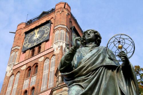 Wycieczka szkolna do Torunia, Pomnik Kopernika